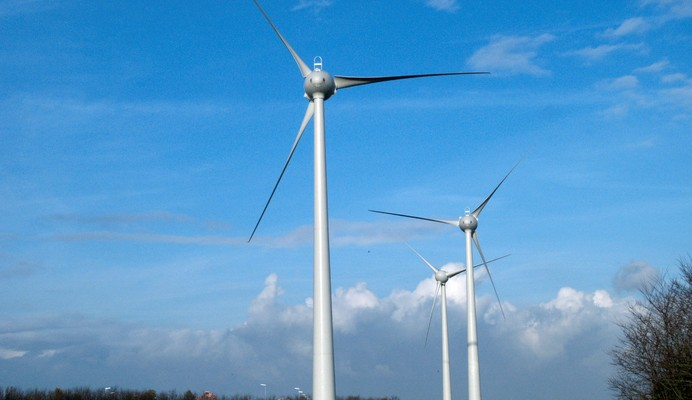 EUROTUNNEL settles wind turbines in its site of Coquelles for the benefit of the community