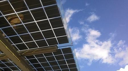 ORANGE déploie en Afrique des stations – relais mobiles 100% solaire